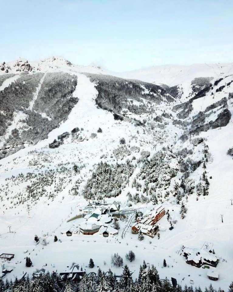 Vista de pájaro la estación de esquí Cerro Catedral