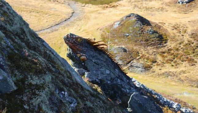 Escultura Iguana en la roca Bad Gastein