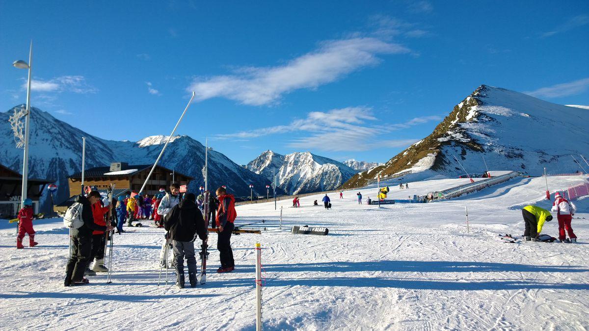 Esquiadores novatos en Saint Lary