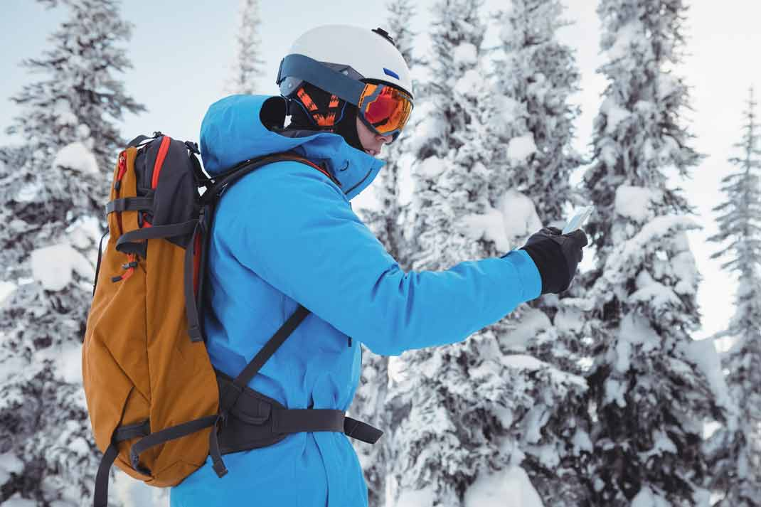 The straps of this ski backpack have been well adjusted to fit comfortably onto the back of this skier.