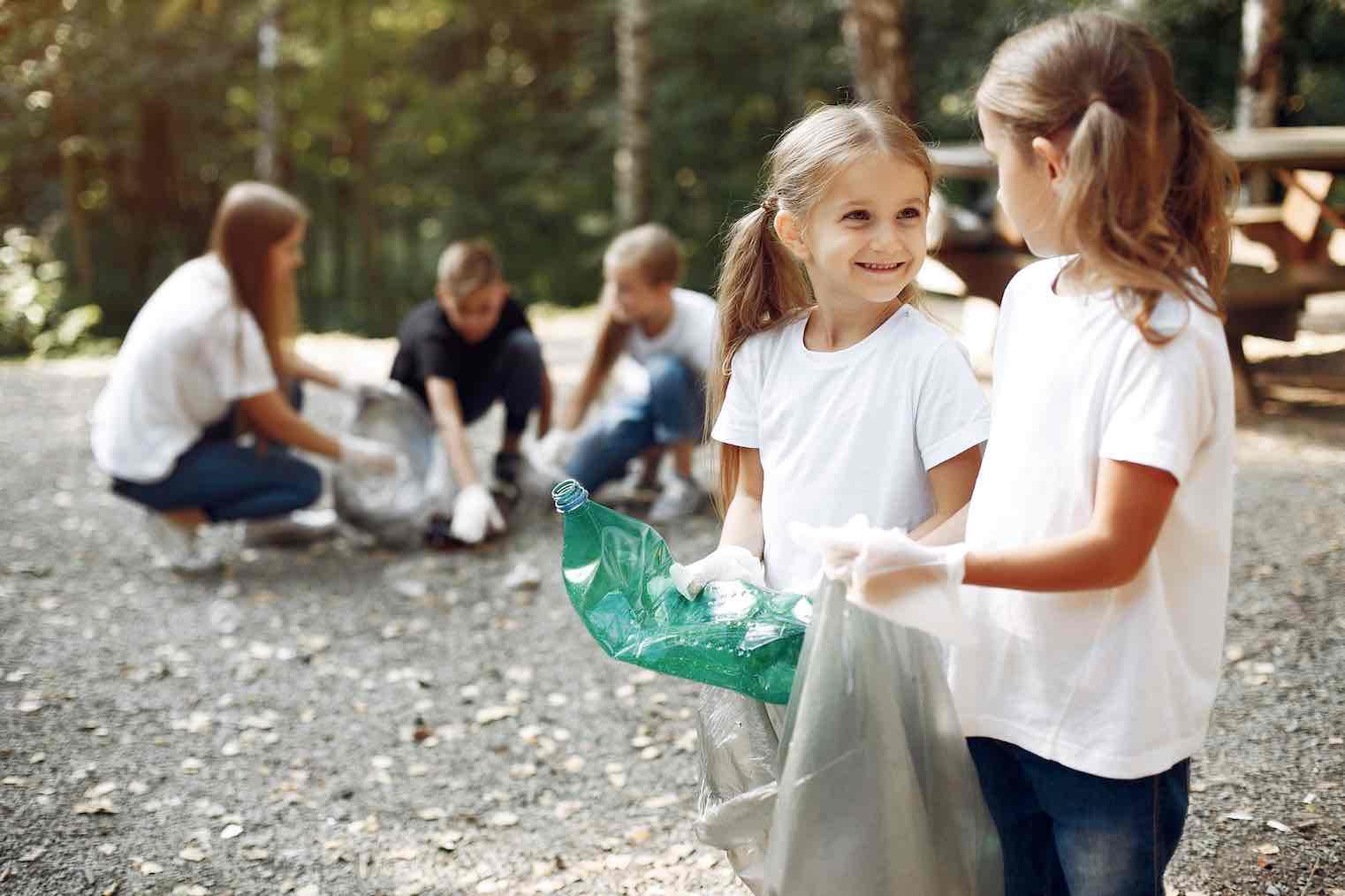 Children practicing the zero waste movement