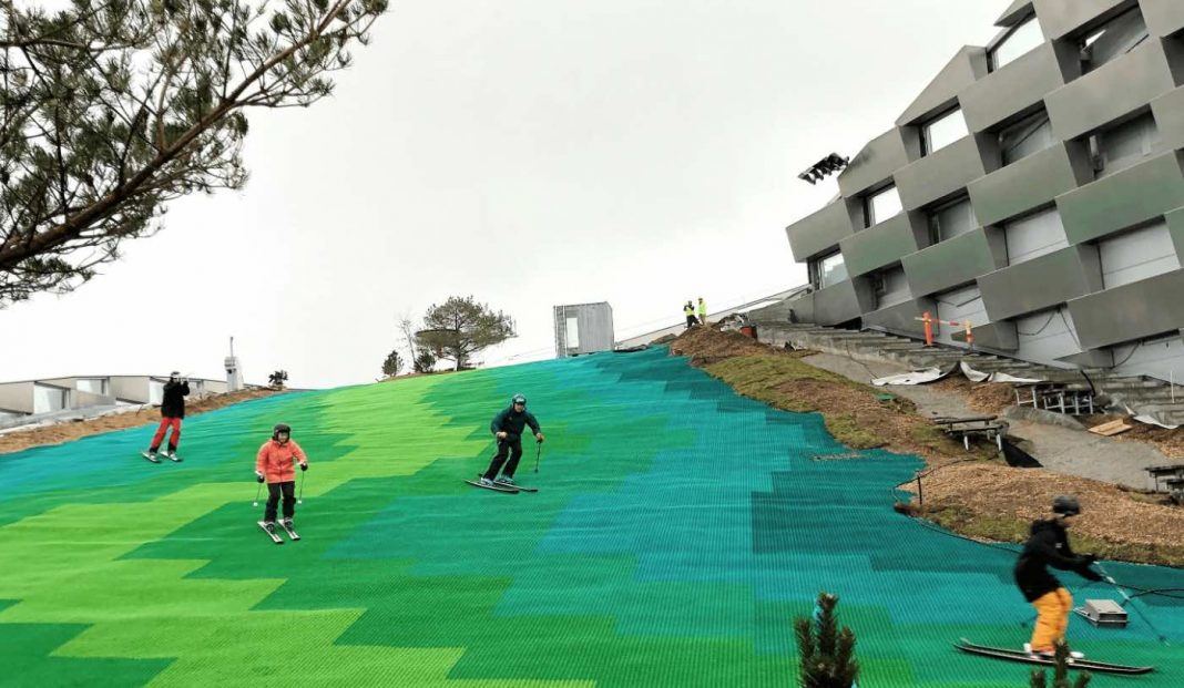 esquiar-pista-artificial-exterior-verde