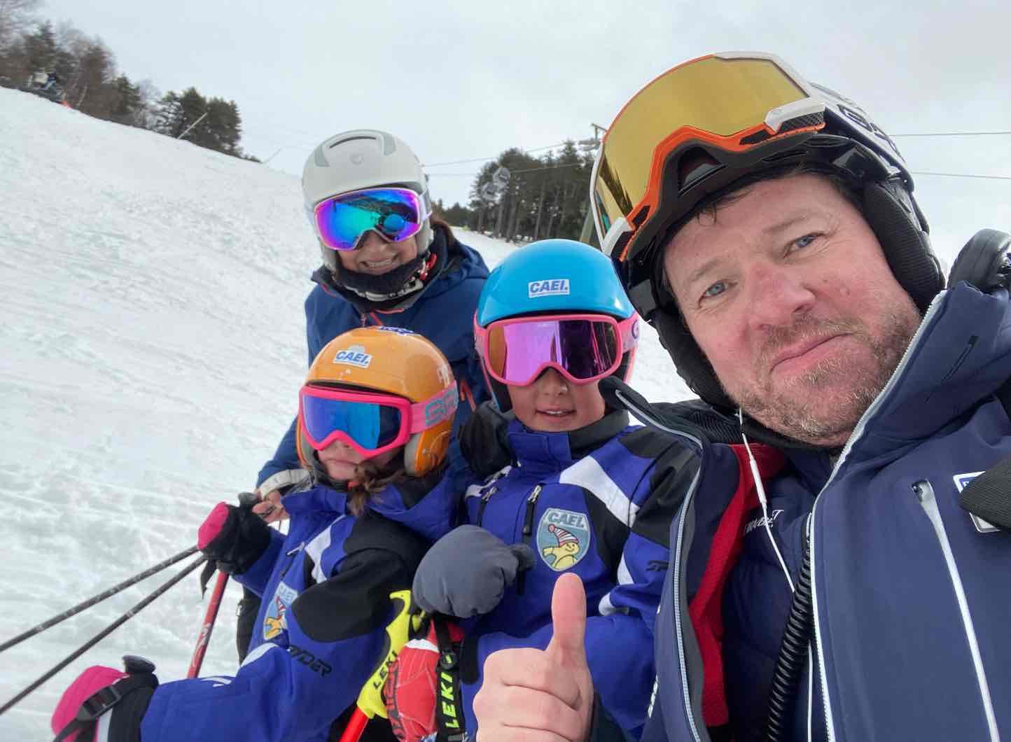 Xavi Ubeira with his family on the snow