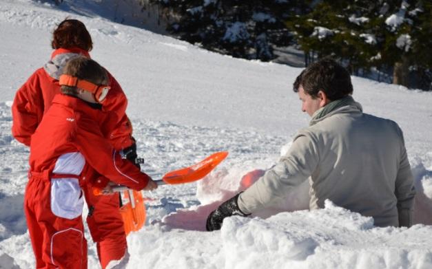 Construcción de iglú estación de esquí Monts d'Olmes